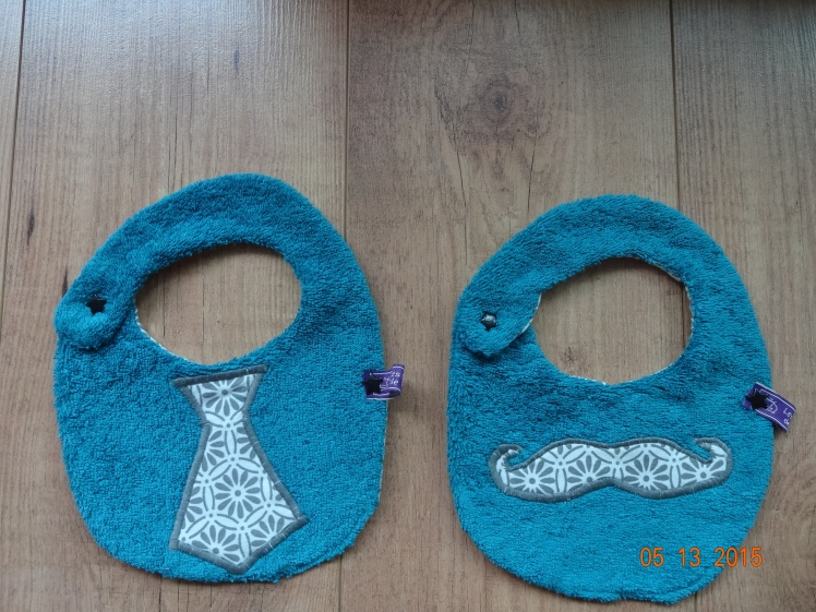 bavoirs des Intemporels pour bébé, taille 0_6mois, pressions KAM à la place des boutons, tissus et serviette éponge Petit pan et Mondial Tissus
