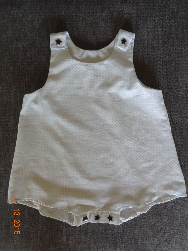Barboteuse, modèle des Intemporels pour bébé, taille 3 mois, pression KAM à la place des boutons, tissu Mondial Tissu