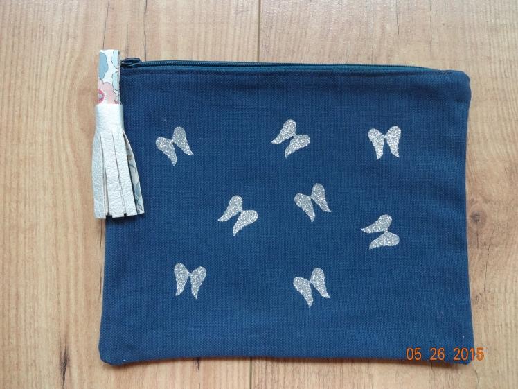 Pochette bleu marine ailes d'ange